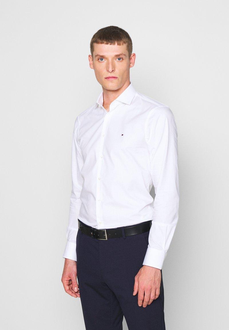 Tommy Hilfiger Tailored - GER POPLIN CLASSIC - Camicia elegante - white
