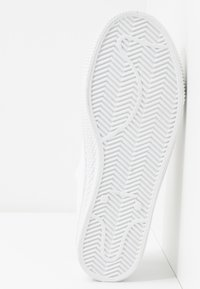 Levi's® - MALIBU BEACH - Baskets basses - brilliant white - 6