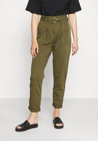 Miss Selfridge - ZESPAR HANG TAB BELTED TROUSER - Trousers - khaki - 2