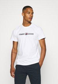 Tommy Jeans - ABO TJU X SPONGEBOB TEE UNISEX - T-Shirt print - ivory - 0