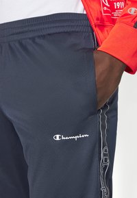 Champion - LEGACY TAPE TRACKSUIT SET - Tracksuit - red/dark blue - 8