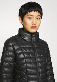 Liu Jo Jeans - IMBOTTITO OVATT CORT - Faux leather jacket - nero - 3