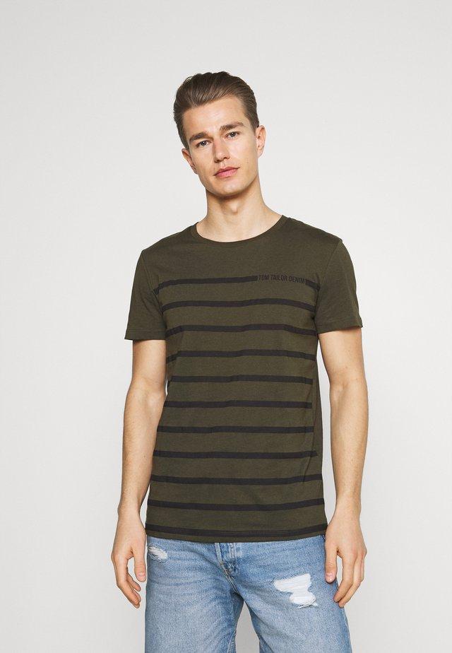 STRIPE - T-shirt print - woodland green