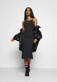Champion Reverse Weave - DRESS - Denní šaty - black - 1