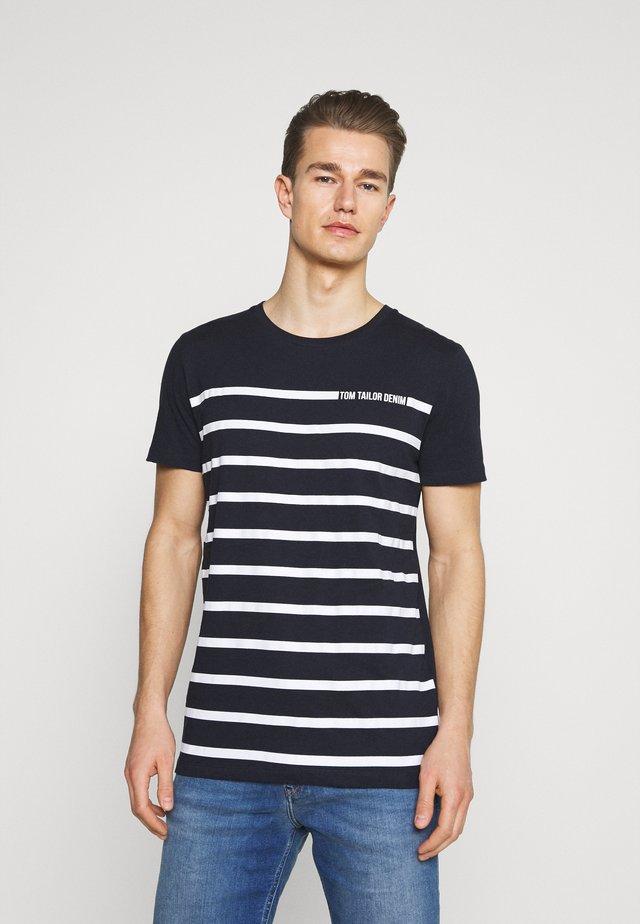 STRIPE - T-shirt imprimé - sky captain blue