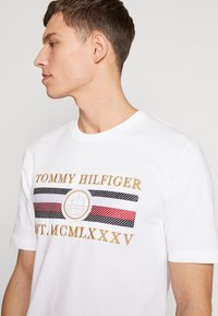 Tommy Hilfiger - ICON  - T-shirt con stampa - white - 3