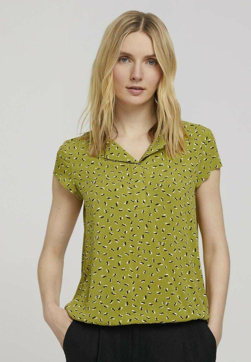TOM TAILOR - WITH FEMININE NECKLINE - Bluser - green geometrical design
