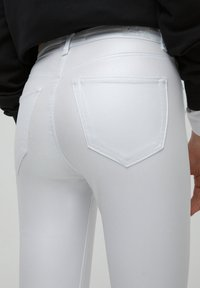 PULL&BEAR - Flared Jeans - white - 5