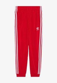 adidas Originals - ADICOLOR PRIMEGREEN PANTS - Pantalones deportivos - scarle/white - 2