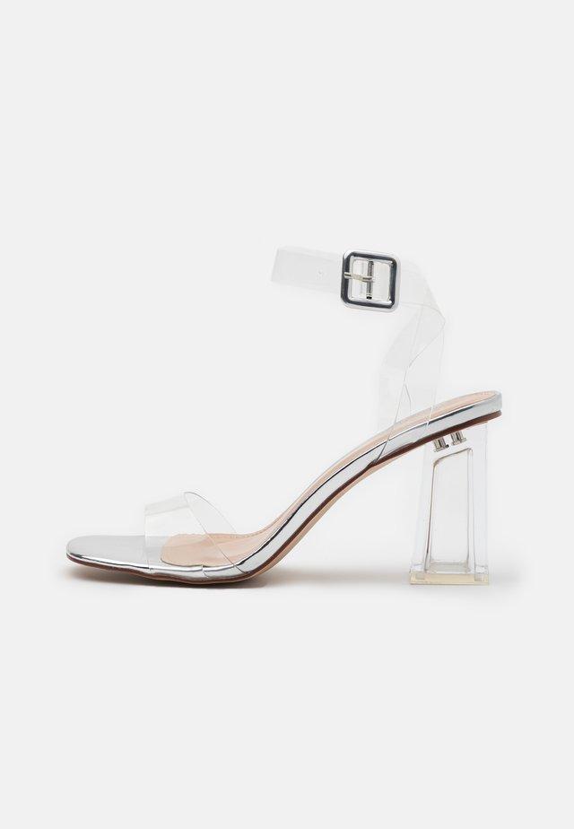 LEAH - Sandaler med høye hæler - clear/silver