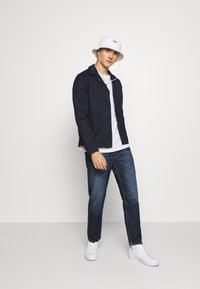 Tommy Jeans - DAD JEAN STRAIGHT - Jeans straight leg - dark-blue denim - 1