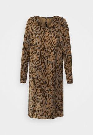 JOSY - Day dress - braun