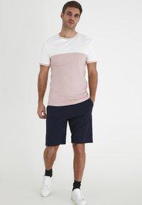 Tailored Originals - TOANFRED  - Camiseta estampada - milky white - 1