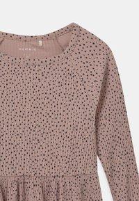 Name it - Pletené šaty - adobe rose - 2