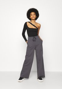 Nly by Nelly - ALL YOU NEED PANTS - Tracksuit bottoms - anthracite - 1