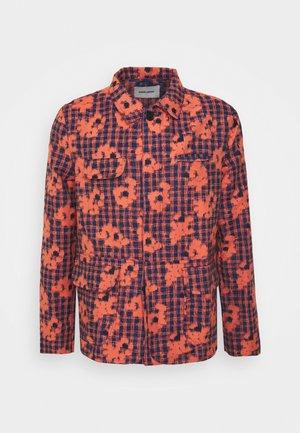 BETWEEN - Summer jacket - orange/blue