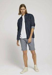 TOM TAILOR DENIM - Shorts - navy white dobby yarn dye - 1