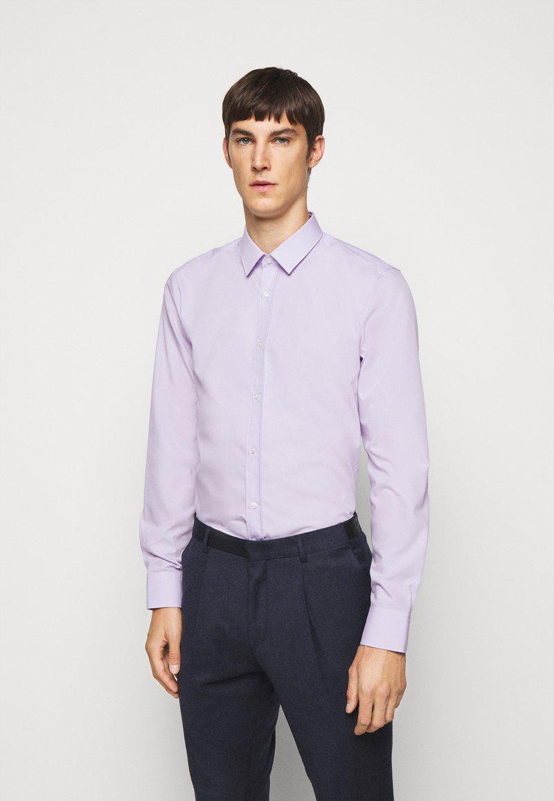HUGO - ELISHA - Formální košile - light pastel purple