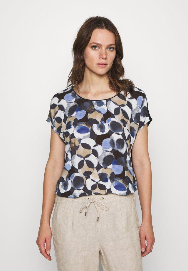 MASSTAB - T-shirt con stampa - dark blue/taupe