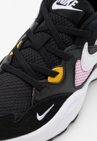 Nike Sportswear - AIR MAX FUSION UNISEX - Tenisky - black/white/light arctic pink/dark sulfur - 5
