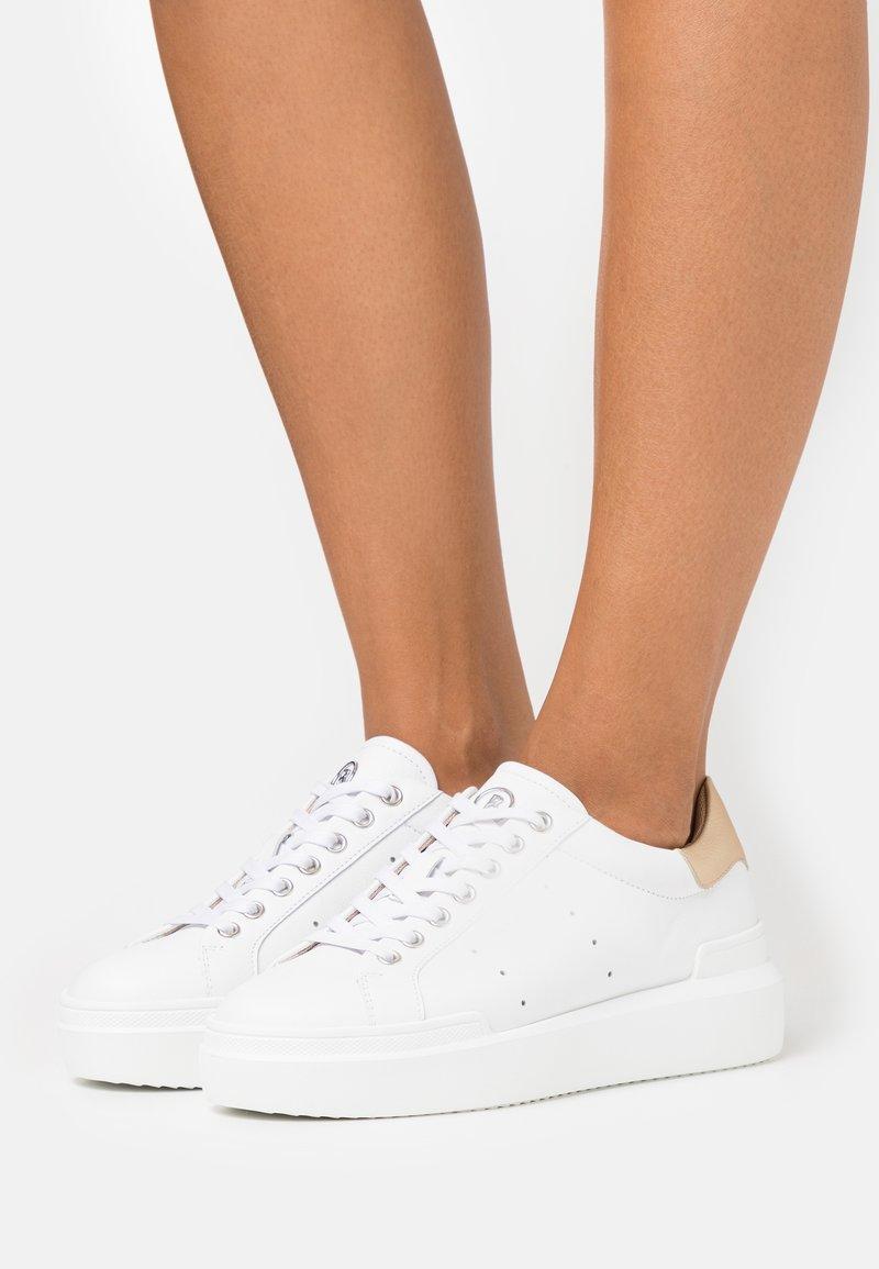 Bogner - HOLLYWOOD  - Sneakersy niskie - white/platinum