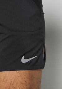 Nike Performance - FLEX STRIDE SHORT - Korte broeken - black/reflective silver - 6