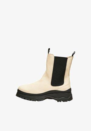 SLFLUCY - Kotníkové boty na platformě - sand