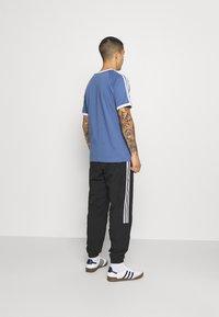 adidas Originals - LOCK UP UNISEX - Träningsbyxor - black - 2