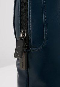 Moleskine - CLASSIC DEVICE BAG VERT - Rucksack - sapphire blue - 5