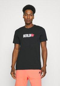 Nike Sportswear - ALUMNI - Träningsbyxor - turf orange - 4