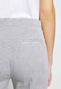 Lauren Ralph Lauren - SEERSUCKER PANT - Kalhoty - navy/white - 3