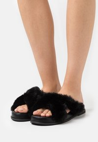 Miss Selfridge - ELLA X STRAP MULE - Klapki - black - 0
