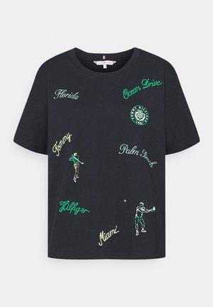 RELAXED OPEN TEE - Camiseta estampada - club house conversational