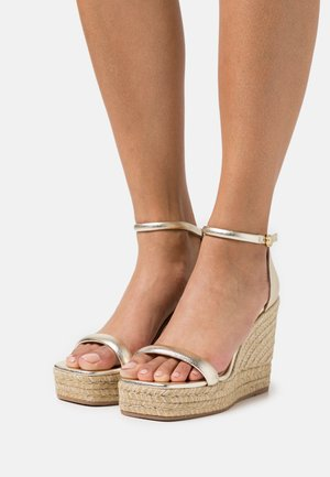 NUDIST WEDGE - Platform sandals - platino