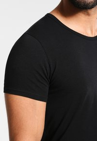 Tommy Hilfiger - 3 PACK - Undershirt - black - 4