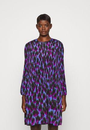 DAKOTA FANCY DRESS - Denní šaty - vibrant