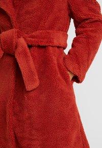 Ivyrevel - BELTED COAT - Płaszcz zimowy - burnt red - 5