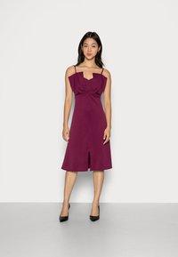 Closet - CLOSET RUFFLE BODICE - Cocktail dress / Party dress - plum - 0
