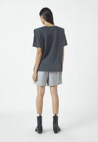 PULL&BEAR - Basic T-shirt - dark grey - 2