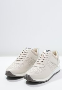 MICHAEL Michael Kors - ALLIE - Sneaker low - vanilla - 2