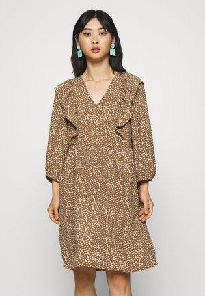 OBJBOBBIE SHORT DRESS - Korte jurk - sepia