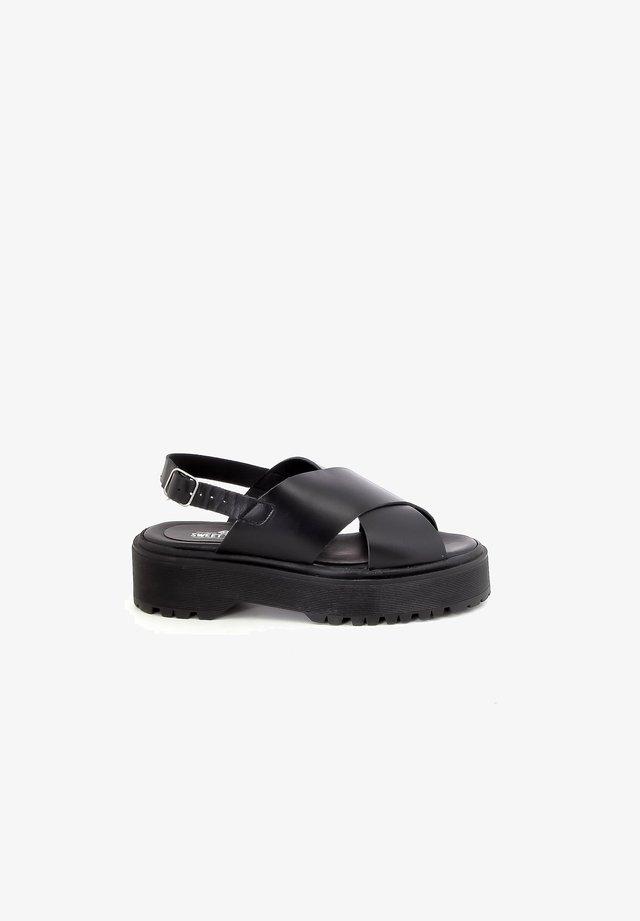 NEWIN - Sandalen met plateauzool - black