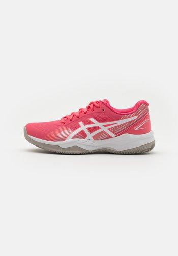 GEL GAME 8 CLAY - Tenisové boty na antuku - pink cameo/white