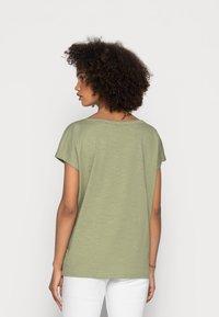 Esprit - BOAT NECK - Print T-shirt - light khaki - 2
