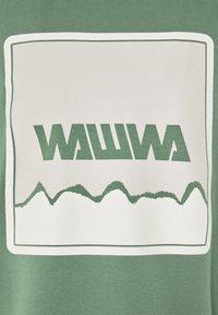 WAWWA - UNISEX NUUK SAGE - T-shirt z nadrukiem - green - 3