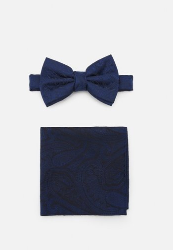 PAISLEY BOWTIE AND HANKIE SET