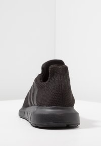 adidas Originals - SWIFT RUN - Trainers - core black/footwear white - 3