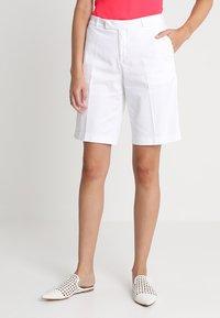 Banana Republic - BERMUDA  - Shorts - white - 0