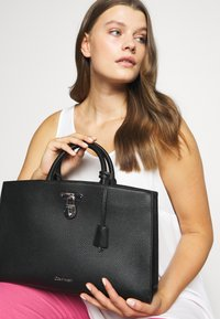 Calvin Klein - DRESSED BUSINESS TOTE  - Handbag - black - 1
