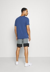 Nike Performance - DRY SHORT 5.0 - Pantaloncini sportivi - smoke grey/black/white - 2